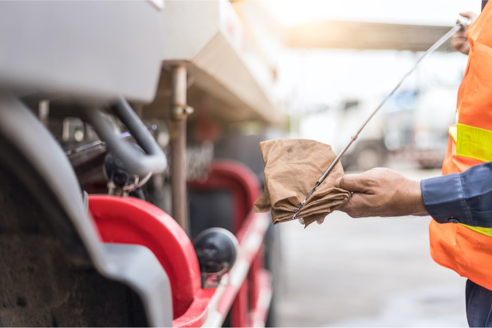 what causes low oil pressure